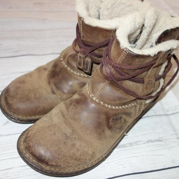 0b7e85bdf4b Ugg Cove Leather Ankle Boot Women 8 Fleece